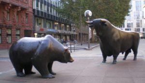 фото-бык-и-медведь-статуя